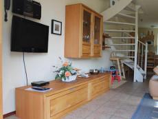 Wohnraum mit Flatscreen-Fernseher und Radio mit I-pod/USB Eingang sowie CD-Player